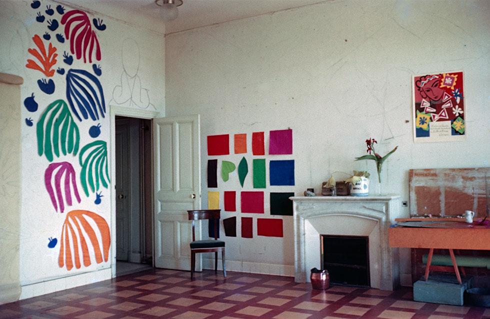 9-The-development-of-The-Parakeet-and-the-Mermaid-on-the-walls-of-Matisse's-studio-at-the-Hôtel-Régina-Nice-19521